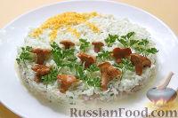 Фото к рецепту: Салат с копчёной курицей и маринованными грибами