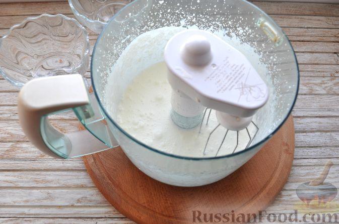 Фото приготовления рецепта: Клубника со сливками и зефиром - шаг №4