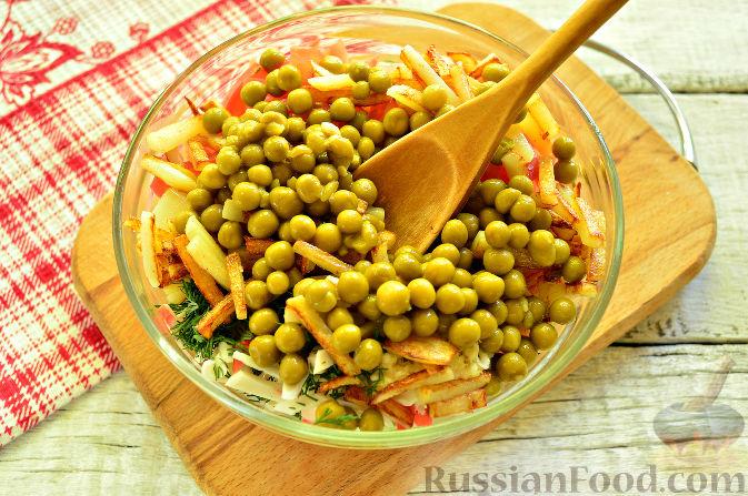 Фото приготовления рецепта: Крабовый салат с ветчиной - шаг №10