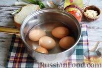 Фото приготовления рецепта: Канапе с салатом «Мимоза» - шаг №10