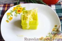 Фото приготовления рецепта: Канапе с салатом «Мимоза» - шаг №14