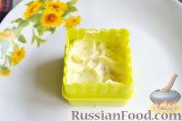 Фото приготовления рецепта: Канапе с салатом «Мимоза» - шаг №15