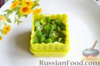 Фото приготовления рецепта: Канапе с салатом «Мимоза» - шаг №16