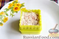 Фото приготовления рецепта: Канапе с салатом «Мимоза» - шаг №17