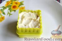 Фото приготовления рецепта: Канапе с салатом «Мимоза» - шаг №18