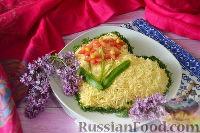 Фото к рецепту: Салат с копченой курицей, кукурузой и сыром