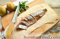 Фото приготовления рецепта: Канапе с сельдью и киви - шаг №3