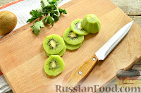 Фото приготовления рецепта: Канапе с сельдью и киви - шаг №5