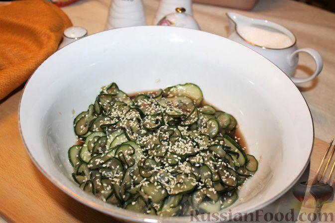 Фото приготовления рецепта: Японский салат из огурцов - шаг №11