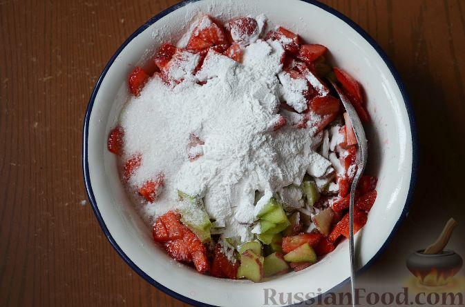 Фото приготовления рецепта: Салат с колбасой, картофелем, морковью и маслинами - шаг №2