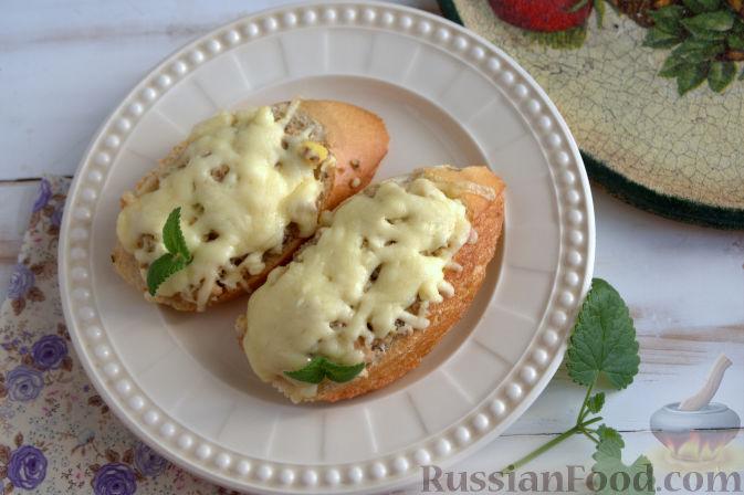 горячие бутерброды с сайрой и яйцом в духовке