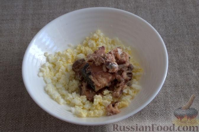 Фото приготовления рецепта: Творожно-яблочные лепешки - шаг №5