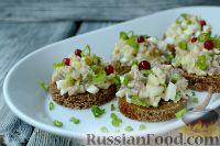 Фото к рецепту: Канапе с салатом из сельди
