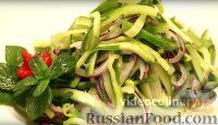Фото к рецепту: Пикантный салат из огурцов