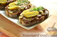 Фото к рецепту: Бутерброды с паштетом из куриной печени