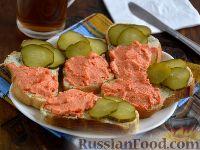 Фото к рецепту: Бутерброды с икрой мойвы и горчичным маслом