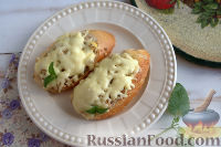 Фото к рецепту: Горячие бутерброды с сайрой (в духовке)