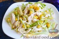 Фото к рецепту: Салат из молодой капусты, кукурузы и куриного филе