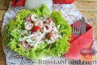 Фото к рецепту: Салат с креветками, помидорами и крабовыми палочками