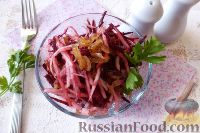 Фото к рецепту: Овощной салат из черной редьки со свеклой