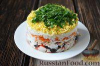 Фото к рецепту: Слоеный салат с горбушей и крабовыми палочками