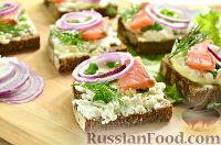 Фото к рецепту: Бутерброды с копченым лососем и творогом