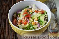 Фото к рецепту: Салат с нутом, помидорами и огурцами