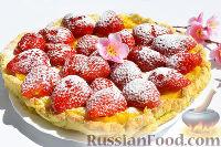 Фото к рецепту: Кростата (открытый пирог) с клубникой и заварным кремом