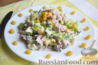 Фото к рецепту: Салат с копченой курицей, сыром и кукурузой