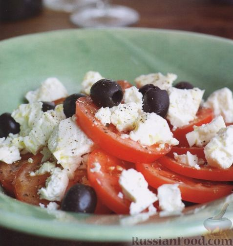 Рецепт Салат из помидоров, сыра и оливок