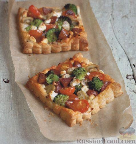 Фото приготовления рецепта: Сосиски в тостовом хлебе (в духовке) - шаг №7