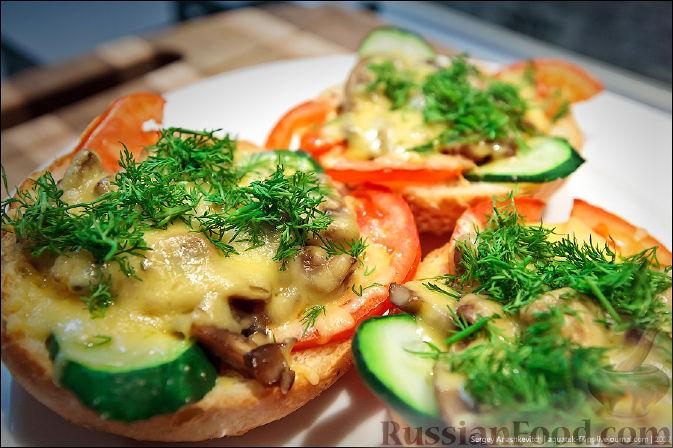 Рецепт Холостяцкий ужин № 9. Горячие бутерброды с грибами под сыром