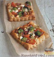 Фото к рецепту: Коржики из слоеного теста со сборной начинкой