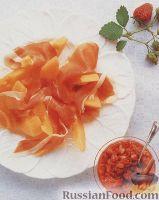 Фото к рецепту: Дыневый салат с ветчиной и клубничной сальсой