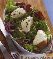 Фото к рецепту: Салатные листья с жареным багетом