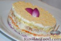 """Фото к рецепту: Советская классика: салат """"Мимоза"""""""