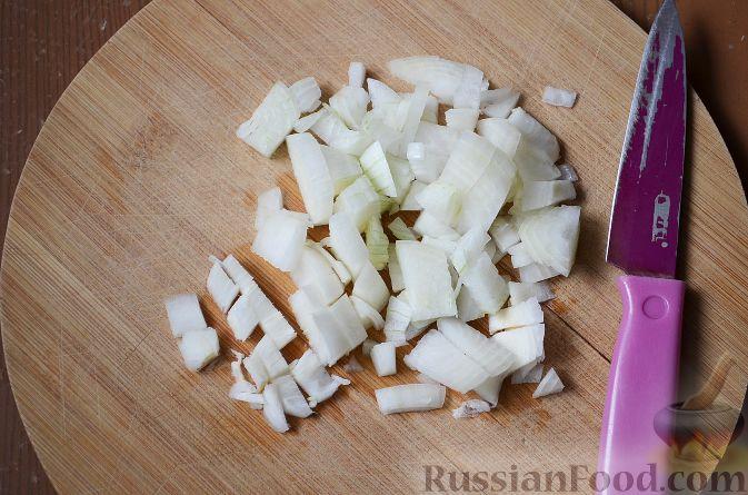 Фото приготовления рецепта: Куриное филе, запечённое в панировке с лимонной цедрой, петрушкой и кунжутом - шаг №4