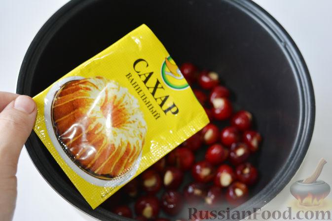 Фото приготовления рецепта: Варенье из черешни с миндалем - шаг №10
