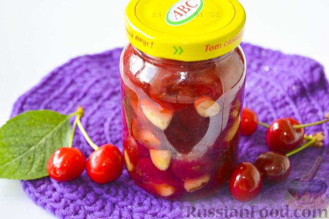 Фото приготовления рецепта: Варенье из черешни с миндалем - шаг №15