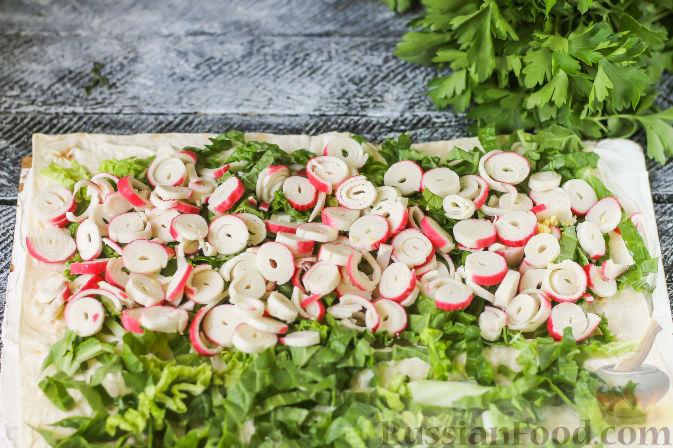 Фото приготовления рецепта: Рулет из лаваша с крабовыми палочками - шаг №5