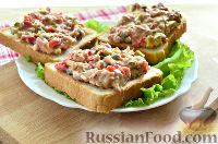 Фото к рецепту: Тосты с салатом из тунца
