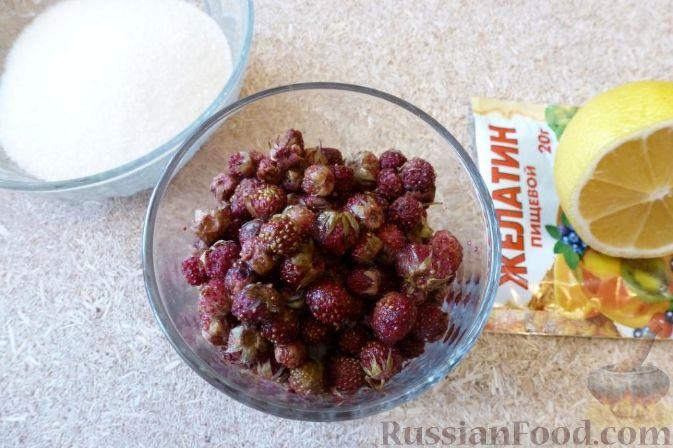 Фото приготовления рецепта: Желе из земляники - шаг №1