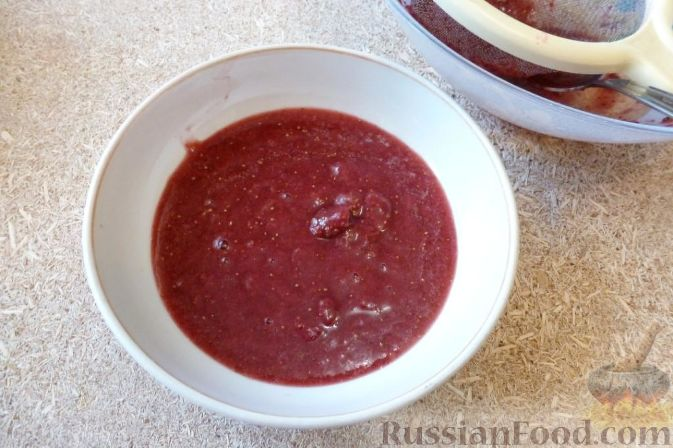 Фото приготовления рецепта: Желе из земляники - шаг №5