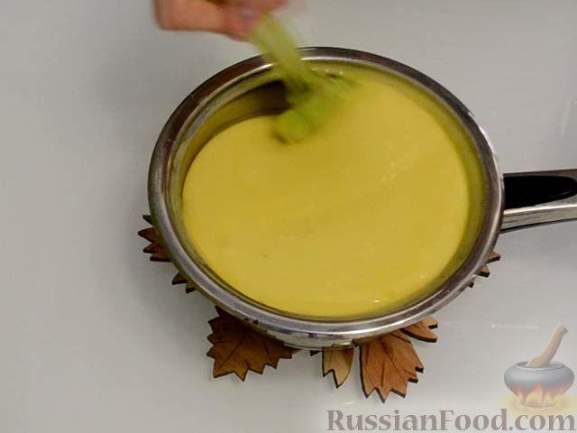 Фото приготовления рецепта: Хлебный омлет с ветчиной, помидорами и сыром - шаг №14