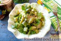 Фото к рецепту: Салат из авокадо, киви и брюссельской капусты