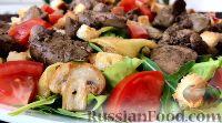 Фото к рецепту: Теплый салат с куриной печенью и жареными яблоками