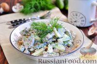 """Фото к рецепту: Салат """"Обжорка"""" с куриной печенью и грибами"""