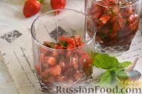 Фото к рецепту: Тартар из клубники и помидоров