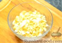 "Фото приготовления рецепта: Салат ""Вкуснятина по-итальянски"" с курицей - шаг №7"