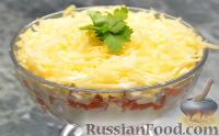 "Фото приготовления рецепта: Салат ""Вкуснятина по-итальянски"" с курицей - шаг №9"